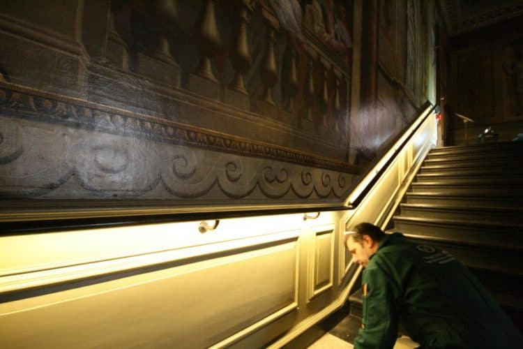 Kensington palace wood panel restoration - restoring the stairway